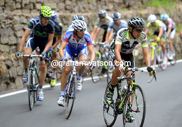 Carlos Sastre leads the next chasing group that formed in Bergamo...