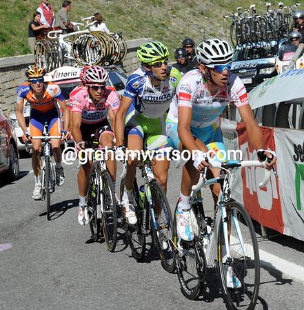 Roman Kreuziger does the chasing ahead of Nibali, Contador , Scarponi and Kruijswijk