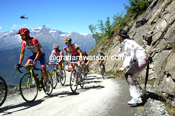 Michele Scarponi leads Contador, but neither man looks too interested in making a fight of it today...