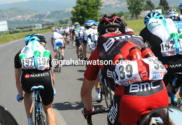 There's a secondary race at the back to hurry back to the peloton with water bottles...