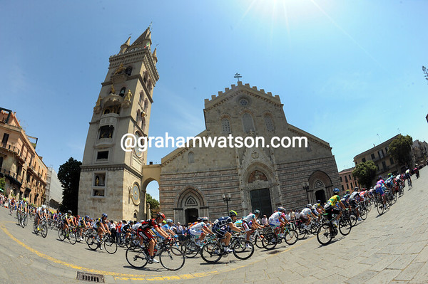 After a peaceful boat trip from the Italian mainland, the Giro sets off from Messina...