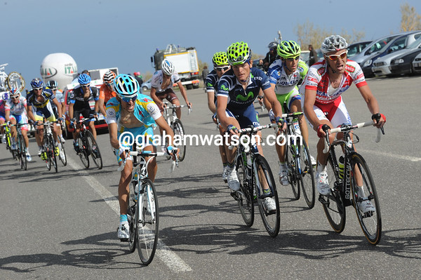 There's alarm in the chasing group - but no chase - with Garzelli, Kreuziger, Nibali and Kiryienka not sure what to do...