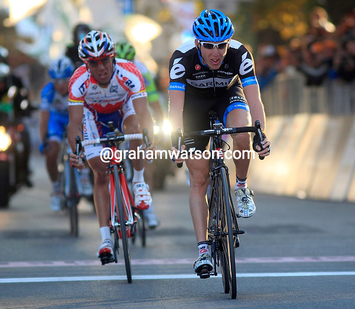 Daniel Martin takes 2nd-place, just eight seconds down on Zaugg..!