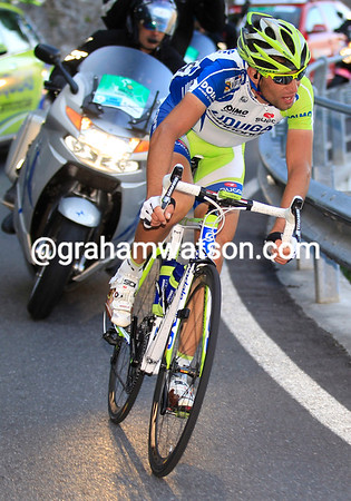 """Nibali's lead is hovering at around the 1' 15"""" mark as he reaches the Lago di Lecco with 25-kilometres left..."""