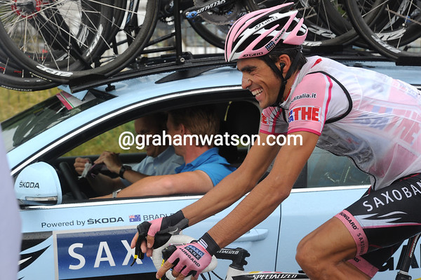 Alberto Contador shares a joke with Bjarne Riis while getting his glasses cleaned...