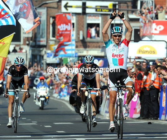 Philippe Gilbert wins Liege-Bastogne-Liege ahead of brothers Schleck - the great Belgian is simply unbeatable..!