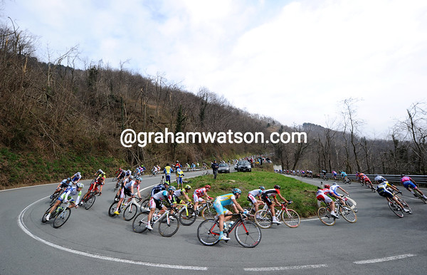 The descent of the Turchino sees the peloton strung out over two kilometres...