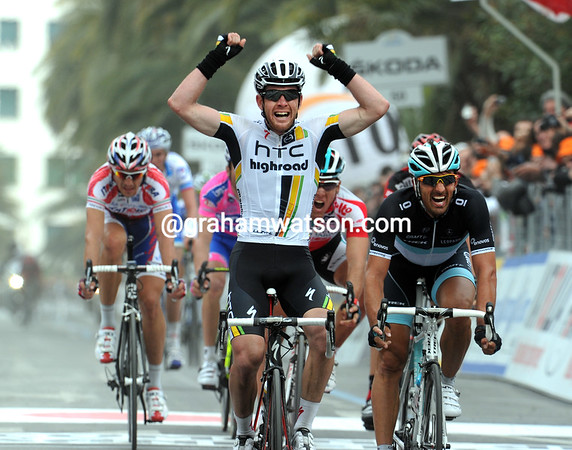 Matthew Goss wins the 2011 Milan San Remo ahead of Cancellara and Gilbert..!