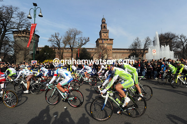 The 2011 Milan San Remo pulls aaway from the Castillo in the centre of Milan...