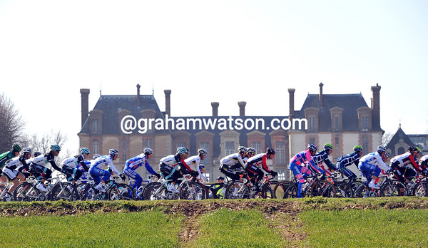 Stage one of Paris-Nice is in the wealthy Yvelines region, where Chateaux abound on each corner...