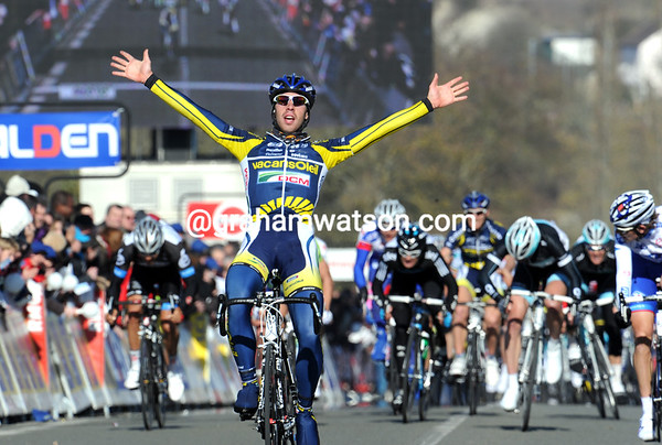 Thomas de Gendt is the winner of stage one - and he takes the race-lead as well..!