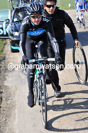 Simon Gerrans makes a quick wheel change when a slower one would do just as well...