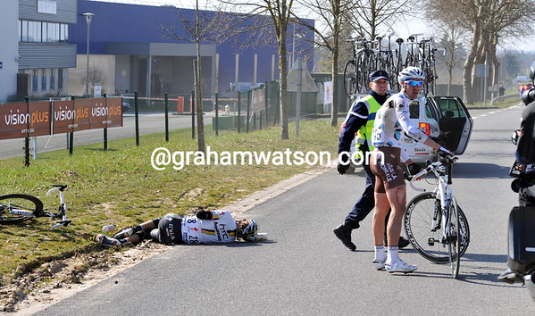A small crash has taken out Sebastian Minard and an HTC rider...