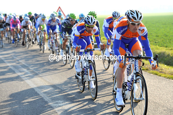 Luis Leon Sanchez is trying to split the peloton for Rabobank - but the promised winds have died down...