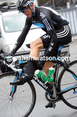 In anticipation of the awful conditions, Simon Gerrans is dragging on his leg warmers...