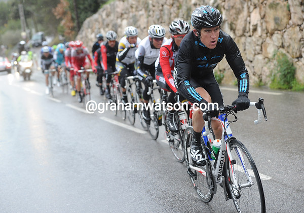 Geraint Thomas leads for Sky along the plateau above Eze - the gap is down to about 90-seconds now...