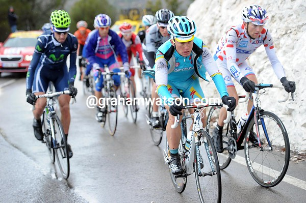 Alexandre Vinokourov is also in this escape - he leads on the second ascent but will blow up before the top of the third ascent...