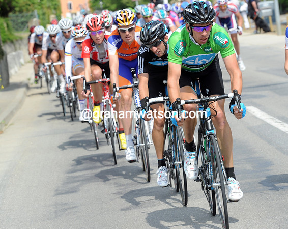Dario Cioni is leading the chase - he has to prepare Ben Swift for the sprint-finish...