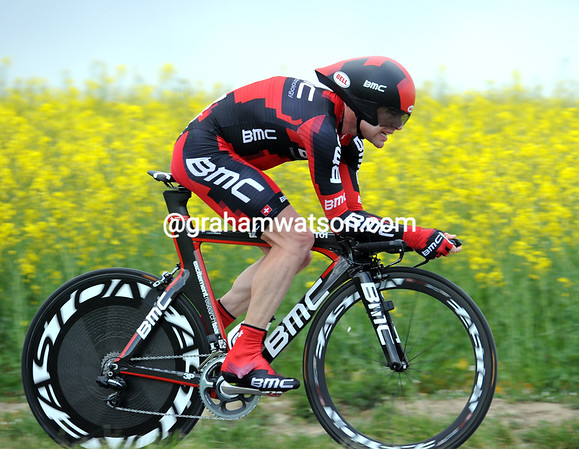 Cadel Evans flies past on his way to 8th-place at 44.45-seconds...