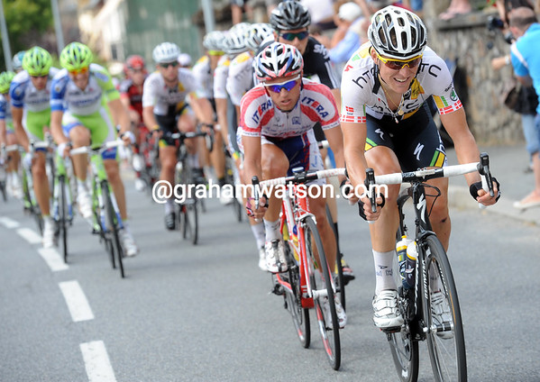 Lars Bak is pulling even harder at the front of the peloton, the gap is coming down quickly...