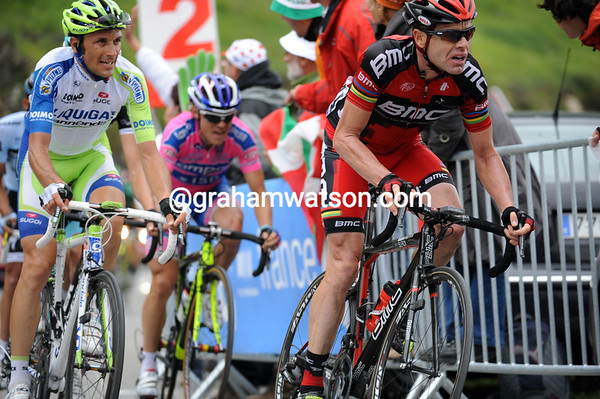 Cadel Evans chases while Basso looks on - Schleck is flying away to 3rd place on the stage..!