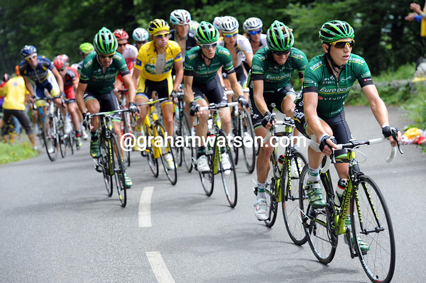 Europcar shelter Voeckler on the Soulor climb - there's still little sign of a chase today...