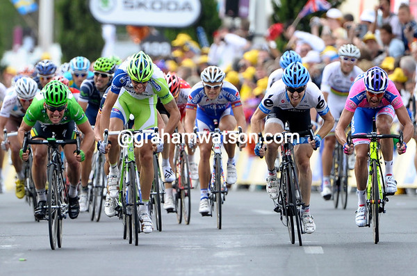 From a distance, the sprint looks close - Cavendish, Oss, Farrar and Petacchi...