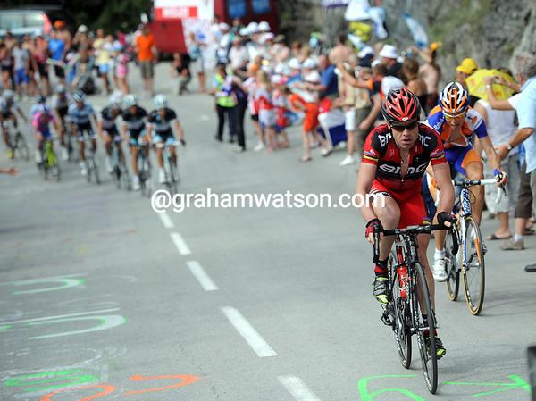 Evans makes a tentative effort to go after Contador...