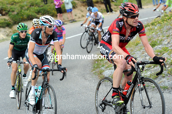 Evans raises the pace from behind, shredding his group down to half-a-dozen men - he's starting to close the gap..!