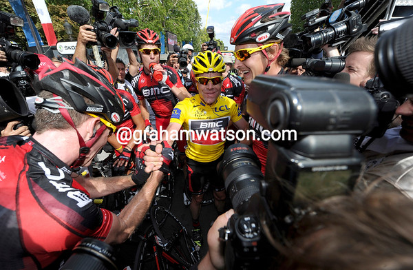 Evans is surrounded by his faithful BMC teamates - there's a rugby-style scrum by photographers to get these shots..!