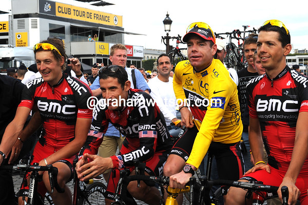 Evans waits to start BMC's lap of honour with Tour veteran George Hincapie looking extremely proud..!
