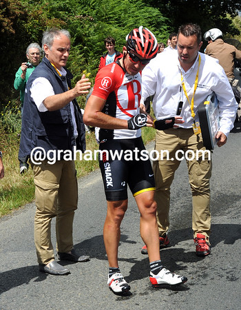 Yaroslav Popovych has been caught in another crash - as has Leipheimer and Horner..!