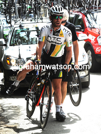 Mark Cavendish needs a wheel changed - he's already getting nervous about the stage-finish..!