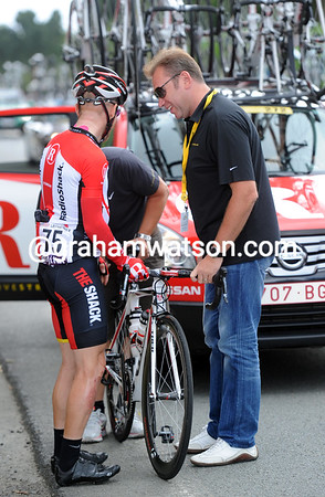 It looks like Johan Bruyneel and Levi Leipheimer are sharing a joke as their mechanic works..