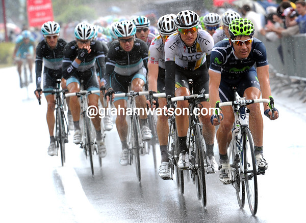 Movistar takes over the chasing with 15-kilometres to go...