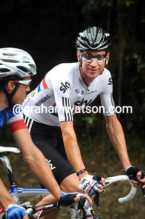 Bradley Wiggins is amusing himself with Sylvain Chavanel...