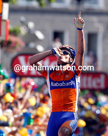 Luis Leon Sanchez has won stage nine into St Flour - with his now familiar victory salute...