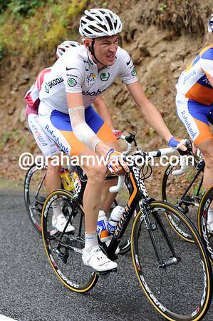 Robert Gesink is in trouble, even on this 4th-category climb..!