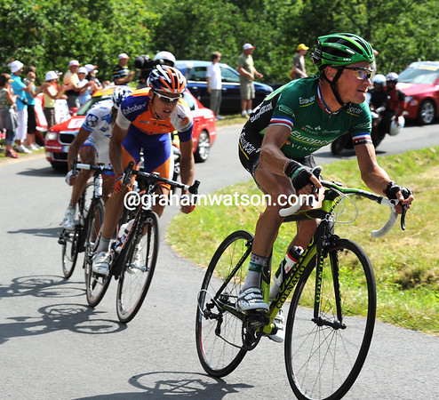 Voeckler has got the bit between his teeth - he knows he's heading into the Yellow Jersey..!