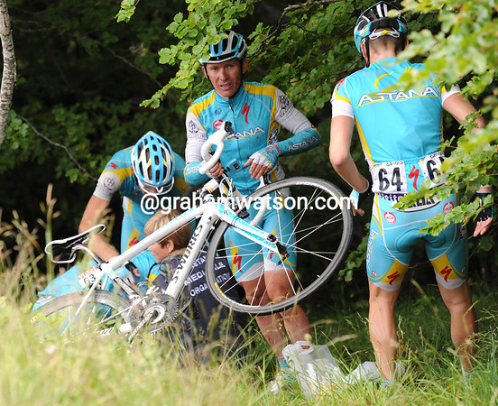 Half the Astana team is trying to get Vinokourov out of the trees and back up to the road...