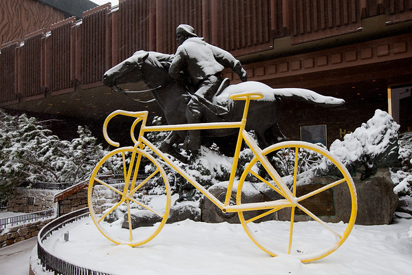Early morning snowfall has put the runnign of Stage 1 of the Amgen Tour of California into question.