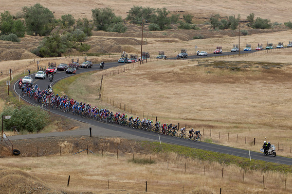 The peloton is steadily reeling back the break. I was just shy of seven minutes, now it is just half that.
