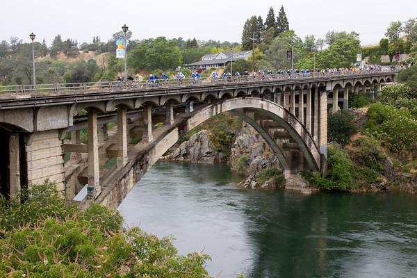 The peloton crosses the Rainbow Bridge near Fulsom California during Stage 3.