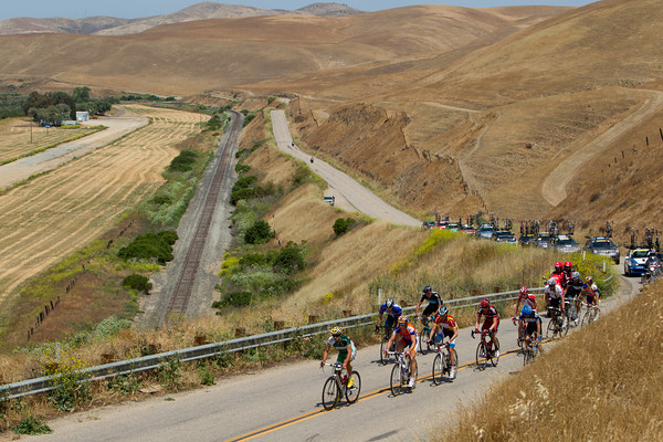The escape of 10 climbs along the edge of the valley. Freire is among the mix of pro tour riders, can this be the day an escape wins?