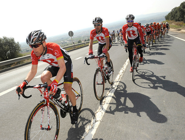 Leipheimer leads a Radio Shack team sensing another sprint victory for Cardoso...
