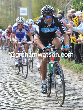 Juan Antonio Flecha leads the group of favourites on the Molenberg...