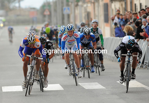 Sky's Appollonio and Downing have been usurped by a Rabobank rider in the final sprint...