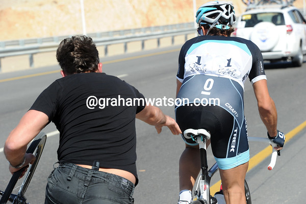 Fabian Cancellara makes a quick wheel change along one of Muscat's fabulous new highways...