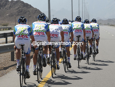 The Skil-Shimano team seem to have their own tactics at the back of the peloton...