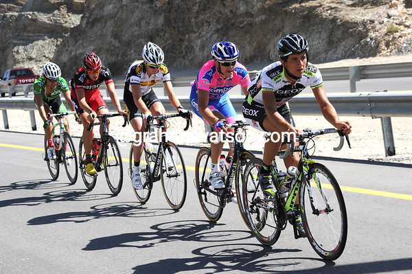 Daniel Ratto is leading the escape to a four minute lead, after the peloton settled down...